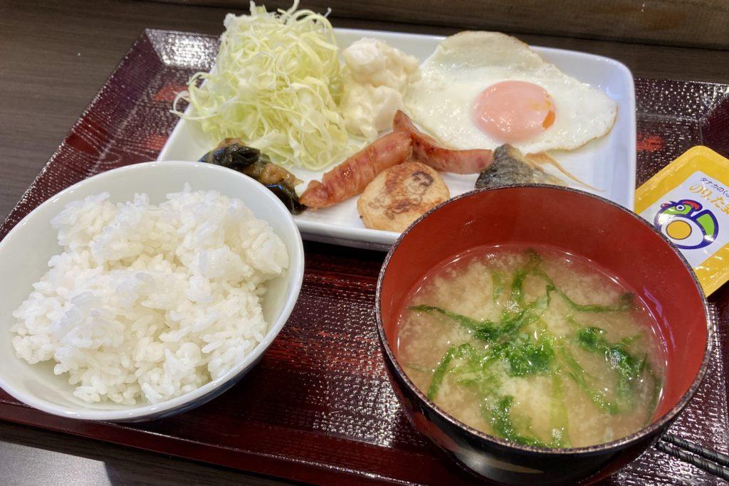 徳之島のホテル レッドイン 写真 朝食和食