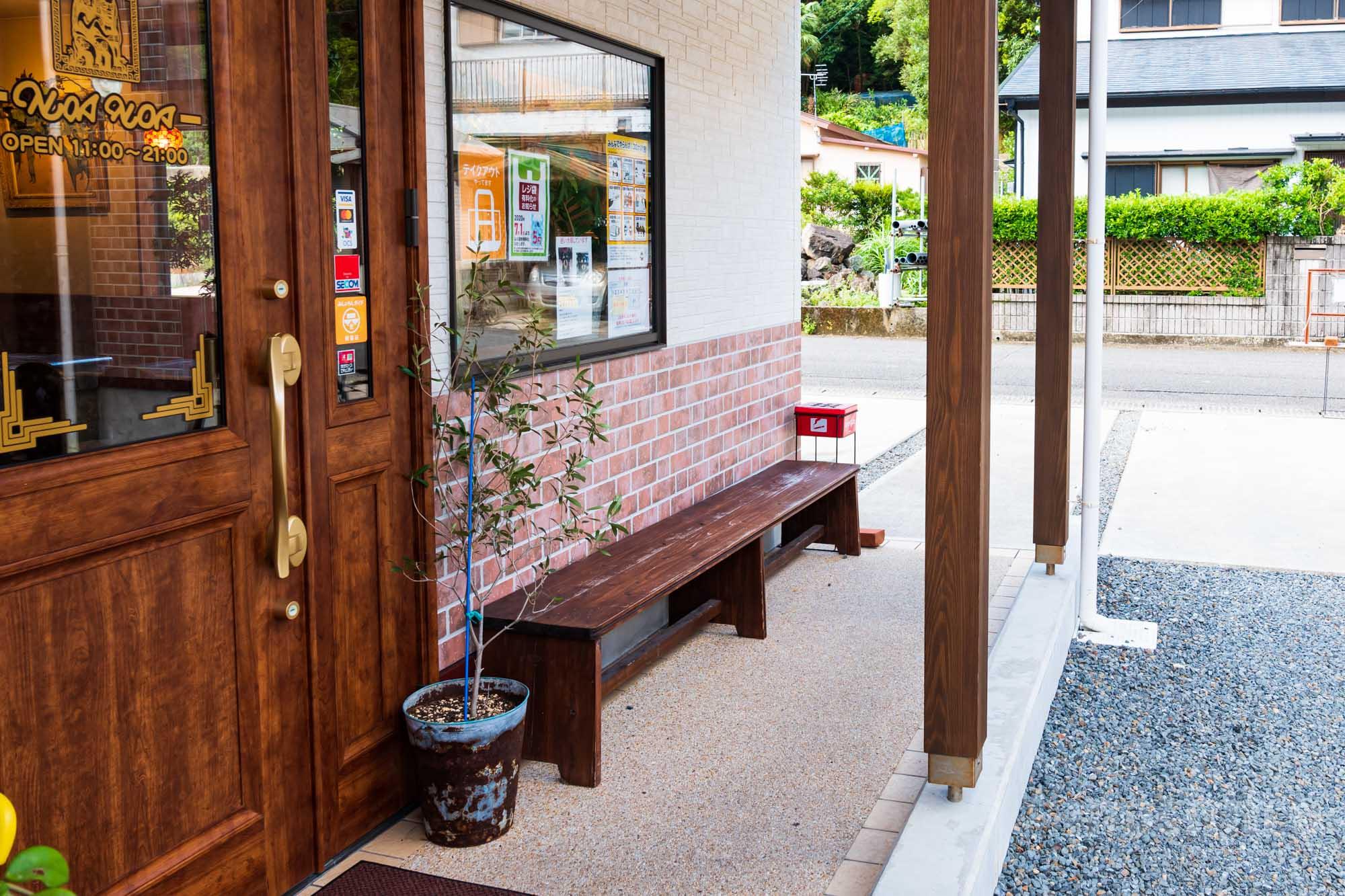 カレー専門店 NOANOA(ノアノア)内観写真 奄美信用組合キャッシュレス決済可能店